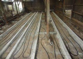 Erdwärmetauscher unter strohausgelegter Fläche in einer Geflügelzuchtfarm