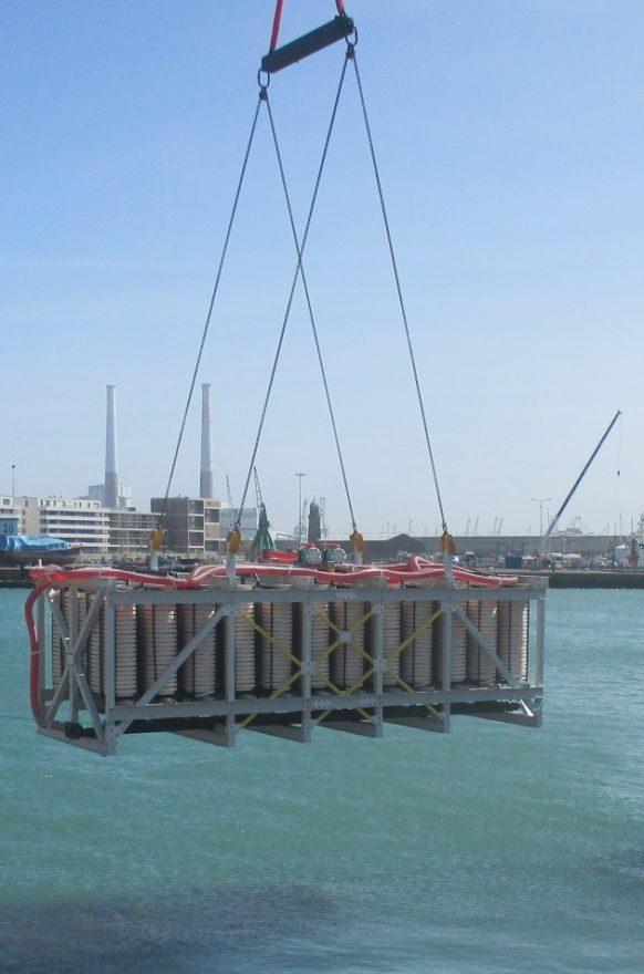 Einlassen eines Wärmetauschers im Hafenbecken von Le Havre3